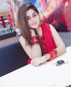 Cute lagrahi hoo na. Beautiful Girl In India, Beautiful Muslim Women, Beautiful Girl Photo, Cute Girl Photo, Most Beautiful Indian Actress, Beautiful Eyes, Stylish Girls Photos, Stylish Girl Pic, Beauty Full Girl
