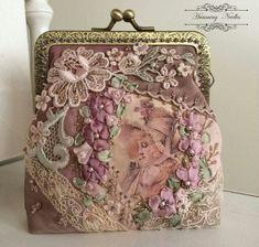What a stunning handmade clutch bag. Vintage Purses, Vintage Bags, Vintage Handbags, Handmade Clutch, Handmade Handbags, Beaded Purses, Beaded Bags, Bijoux Art Nouveau, Lace Bag