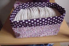 Une des premières réalisations couture pour la chambre à ma fille à naître! C'est cette panière à couches en tissu. Elle est réalisée dans les tons lilas et liberty ce sera le principal thèm…