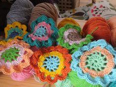 Японский цветок. Начало для шарфа или душегреи.