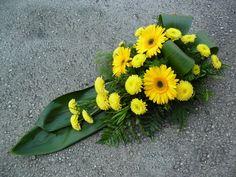 Modern Floral Arrangements, Flower Arrangements, Cemetery Flowers, Funeral Flowers, Christmas Deco, Ikebana, Fresh Flowers, Gerbera, Bouquet