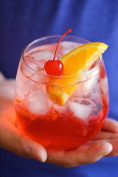 Shirley Temple - (The easiest and cheapest shirley temple you will ever make in 2 minutes with just 2 ingredients! How easy is that?) l Damn Delicious Kid Drinks, Party Drinks, Summer Drinks, Cocktail Drinks, Summertime Drinks, Fruit Drinks, Drinks Alcohol Recipes, Non Alcoholic Drinks, Drink Recipes