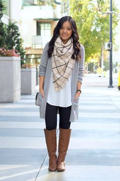 Add some drama to your black and white look with a checkered scarf, a long cardigan, and brown boots. #leggingsoutfit #fallfashion #falloutfits #scarf
