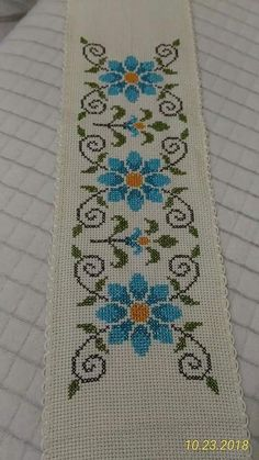 Two little birds in a very cheerful mood.A cross stitch design for cards with spring themes.The pattern is ideal for beginners. Cross Stitch Borders, Cross Stitch Rose, Cross Stitch Designs, Cross Stitching, Cross Stitch Patterns, Bead Loom Patterns, Beading Patterns, Embroidery Patterns, Knitting Patterns
