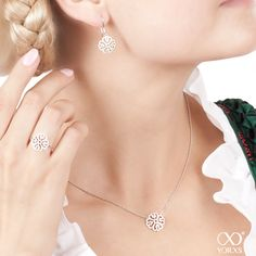 We're excited to wear a festive #dirndl and a set of whitegold jewellery for #Wiesn