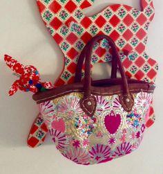 Comptoir Libanaisでみつけた刺繍の鮮やかなバスケットと手作り赤うさぎ。