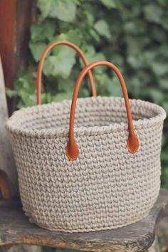 JEDNODUCHÝ NÁVOD NA HÁČKOVANÝ KOŠÍK - Tričkovlna Loom Knitting, Fiber Art, Straw Bag, Diy And Crafts, Knit Crochet, Weaving, Basket, Creative, Pattern