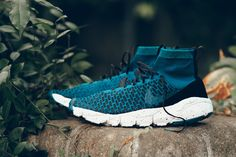 Nike Sportswear's Air Footscape Magista Flyknit F. has just surfaced in a midnight turquoise and black colorway. The silhouette that teams a Air Footscap Arkk Copenhagen, Nike Gear, Sneaker Magazine, Nike Store, Latest Shoe Trends, Nike Free Shoes, Nike Roshe, Sport Wear, Swagg