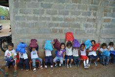 Change 4 Education en Nicaragua. Llevamos mochilas llenas de materiales escolares a comunidades de escasos recursos.