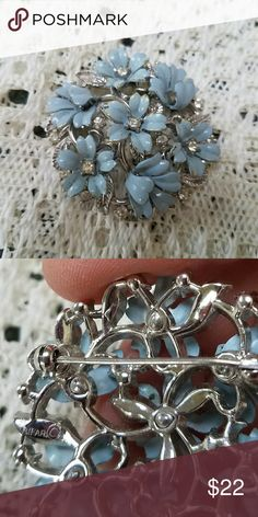 Vintage Crown Trifari blue flower cushion pin Cornflower blue enamel on little flowers adorn this fine Trifari sulver tone brooch. Note the unusual detail of the windblown petals on some of the flowers. Clear rhinestones mark the flower centers. Slight enamel chipping, see pics. Vintage Jewelry Brooches
