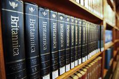 La Enciclopedia Británica, la más antigua del mundo en idioma inglés, anunciará el miércoles el cierre de su edición en papel, 244 años después de que su primer ejemplar viera la luz en Edimburgo (Reino Unido) en 1768. Ver más en: http://www.elpopular.com.ec/46916-la-enciclopedia-britanica-deja-de-imprimirse-en-papel-a-sus-244-anos.html?preview=true