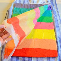 Peel wax paper off of rainbow cake Crayon Cake, Jelly Roll Cake, Sponge Cake Roll, Rainbow Roll, Chocolate Roll Cake, Log Cake, Rainbow Wedding, Cake Art, Art Cakes