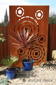 TIKKI CIRCLES custom made garden screens and panels