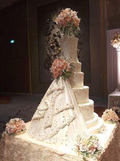 Wedding cake structure - cake by The Cakewalk by Sharm - CakesDecor Huge Wedding Cakes, Extravagant Wedding Cakes, Floral Wedding Cakes, Amazing Wedding Cakes, Elegant Wedding Cakes, Elegant Cakes, Wedding Cake Designs, Wedding Cake Toppers, Floral Cake