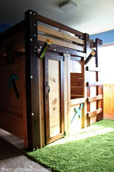 """DIY Fort Bed for Children's Bedroom DIY """"Minecraft"""" Fort Bed for Children's Bedroom If you really like arts and crafts a person will love this info! Minecraft Fort, Minecraft Bedding, Minecraft Bedroom Decor, Minecraft Houses, Minecraft Crafts, Minecraft Stuff, Minecraft Furniture, Decoration Facade, Diy Fort"""