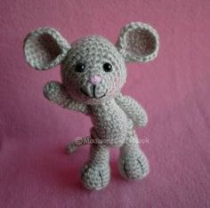 Crochet pattern: amigurumi mouse (free). Super cute, and great for people born in the year of the Mouse. ^_~