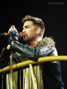 Adam Lambert praying; on the platform - Mohegan Sun 7/19/14