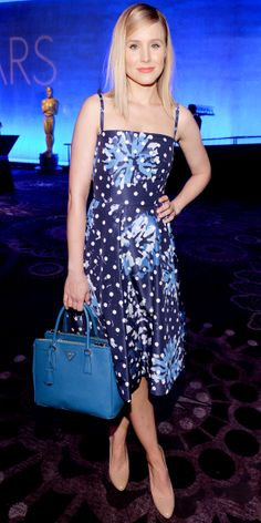Kristen Bell in a floral and dotted sundress, with coordinating Prada handbag. Fashion Fail, Star Fashion, High Fashion, Women's Fashion, Kristen Bell, Night Looks, Vintage Style Outfits, Beautiful Outfits, Beautiful Clothes