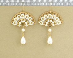 Pearl wedding earrings Bridal statement earrings Bridal