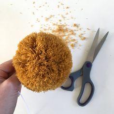 Making a pom pom