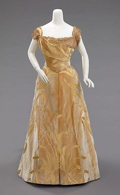 Ball gown House of Worth (French, Designer: Jean-Philippe Worth (French, Date: 1899 Culture: French Medium: silk Credit Line: Brooklyn Museum Costume Collection at The Metropolitan Museum of Art 1890s Fashion, Victorian Fashion, Vintage Fashion, Vintage Gowns, Vintage Outfits, House Of Worth, 19th Century Fashion, Old Dresses, Moda Vintage