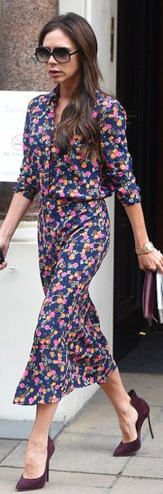 Who made Victoria Beckham's black sunglasses, blue floral dress, red suede pumps? Style Victoria Beckham, Victoria Beckham Collection, Victoria Beckham Outfits, Urban Outfits, Fashion Outfits, Womens Fashion, Celebrity Style, Dress Up, Street Style