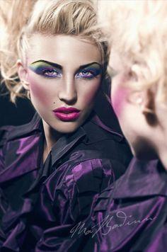 Hra s očný tieň, ale je potrebné urobiť obočie a lepšiu riasy lol. Vanity Vengeance · 80s Hair & Makeup
