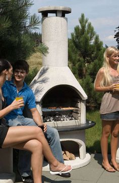 Browse the entire Buschbeck range of wood fired pizza ovens, BBQs and outdoor fireplaces here! Luxury backyard living is only one Buschbeck away. Craftsman Fireplace, Fire Pizza, Wood Fired Pizza, Firewood, Bbq, Backyard, Garden, Google Search, Fireplaces