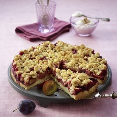 Plum cake with cinnamon crumble- Pflaumenkuchen mit Zimtstreuseln Plum cake with cinnamon crumble recipe - Baking Recipes, Cake Recipes, Dessert Recipes, No Bake Desserts, Delicious Desserts, Yummy Food, Crumb Recipe, German Baking, Cinnamon Crumble