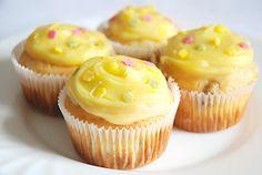 muffins with vanilla cream: https://recepty.rohlik.cz/801-muffiny-s-vanilkovym-kremem