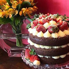Naked cake especial p o maridinho ❤️#vanessisses #nakedcake #bolo #bolocaseiro #bolosdecorados #strawberry #homemadecake #festaemcasa #bolopelado #niver