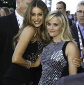 Sofia Vergara and Reese Witherspoon attending the 50th Annual Academy of Country Music Awards - Arrivals held at the AT&T Stadium in Arlington, TX, USA on 04/19/2015 | JWI-001687