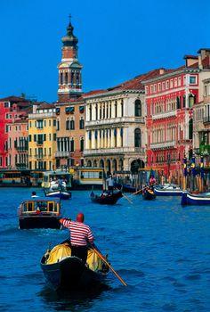 Góndolas en el Gran Canal, Venecia, Italia