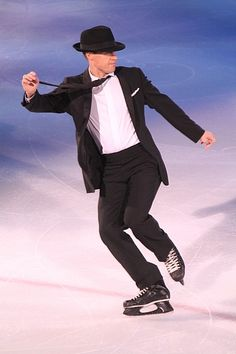 Kurt Browning ~ Canadian and World Figure Skating Champion, and Three-Time Olympian/my favorite skater of all time but still love Scott Hamilton, both true entertainers. Kurt Browning, Stars On Ice, World Figure Skating, Ice Show, Ice Skaters, O Canada, Ice Dance, Sports Figures, Skating Dresses