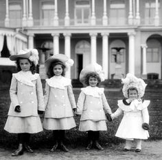 LOVE this photo of the four little Grand Duchesses, Olga, Tatiana, Marie and Anastasia.  They were, undoubtedly, THE most attractive of Queen Victoria's great-grandchildren, along with their cousins, the children of the British Prince George (later George V),