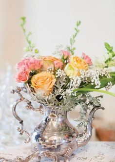 floral bouquet in vintage silver teapot Deco Floral, Arte Floral, Floral Design, Wedding Centerpieces, Wedding Decorations, Centrepieces, Teapot Centerpiece, Silver Teapot, Decoration Plante