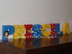 Essas letras podem enfeitar a mesa do bolo, ou qualquer canto na festa...  E depois da festa, podem servir para enfeitar a parede ou porta do aniversariante!! Pode ser em qualquer cor e tema.  Valor unitário por letra Medida: 12 cm de altura  Montadas em papel 180g R$ 12,00