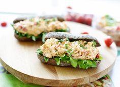 Romige kip salade | Kookmutsjes Ramadan Recipes, Ramadan Food, High Tea, Salmon Burgers, Avocado Toast, Sushi, Food And Drink, Snacks, Lunch
