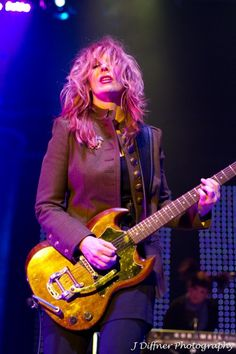 Nancy Wilson playing an SG with a P90 bridge pickup and a Bigsby vibrato arm. Sweet axe.
