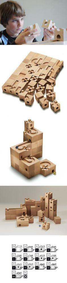 瑞士木玩cuboro standard将小朋友最喜欢的两种游戏弹珠和积木结合起来,每个木块5cm见方,内部设置不同的弹珠轨道,除了可以搭建通常的结构,还能形成大型轨道系统,对小朋友和大人来说都是很有挑战性的游戏。