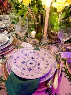 Cece Barfield Orchid Dinner 2018 placesetting I just really want a beautiful dining room Beautiful Dining Rooms, Beautiful Homes, Place Settings, Table Settings, Contemporary Bedroom, Contemporary Kitchens, Scenic Wallpaper, Living Room Modern, Living Rooms