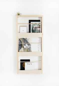 DIY Wood Wall Organizer – diy home decor wood Wood Projects For Beginners, Diy Wood Projects, Wood Crafts, Diy Crafts, Diy Wall Decor, Diy Home Decor, Niche Decor, Diy Wooden Wall, Wall Wood