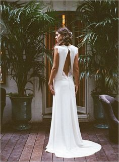 I'm pretty obsessive with French wedding dress designers and here is further proof. Dress by Elise Hameau. Image by Gert Huygaert Wedding Beauty, Boho Wedding, Dream Wedding, Ivory Wedding, Wedding Rings, Wedding Bride, Backless Wedding, Wedding Blog, Wedding Ceremony