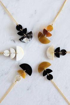 Hathorway Saigon Geometric Buffalo Horn Pendant Necklace – Made Trade Polymer Clay Necklace, Polymer Clay Pendant, Clay Beads, Bijoux Diy, Polymer Clay Crafts, Diy Earrings, Modern Jewelry, Handmade Jewelry, Pendant Necklace