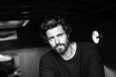 Hair, beard, simple tee. (Niko Ohlsson)
