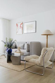 This apartment is 47 square metres. The interior is calm and inviting. Scandinavian Home Interiors, Japanese Interior Design, Ikea Sofa, Isamu Noguchi, Zaha Hadid, Simple House, Wabi Sabi, Interior Inspiration, Jute