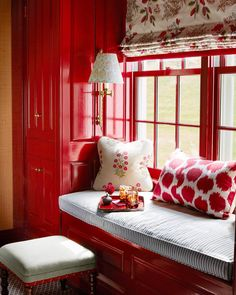 How can such a strong color create such a cozy nook?