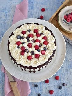 Dort s máslovým piškotem, krémem z mascarpone, šlehačky a tvarohu | Pečení a vaření | Bloglovin' Acai Bowl, Birthday Cake, Cooking, Breakfast, Fox, Mascarpone, Acai Berry Bowl, Kitchen, Morning Coffee