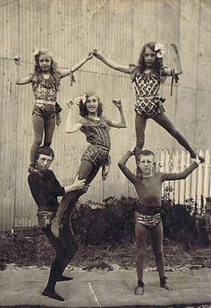 Child acrobats vintage circus/antique lowbrow americana / These early vaudeville and circus photos: feel like family snapshots — just pictures of the kids, really — but from a family of circus performers Circus Vintage, Old Circus, Night Circus, Vintage Circus Performers, Vintage Carnival, Vintage Pictures, Vintage Images, Design Vintage, Vintage Style