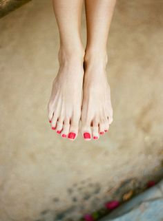 the perfect summer accessory. An impeccable pedi  Photography by aarondelesie.com